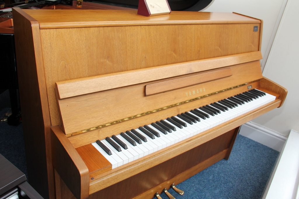 Yamaha upright piano offer pre owned yamaha p116 now for Yamaha b1 piano price